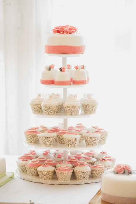 Etazer na cupcake-y,
