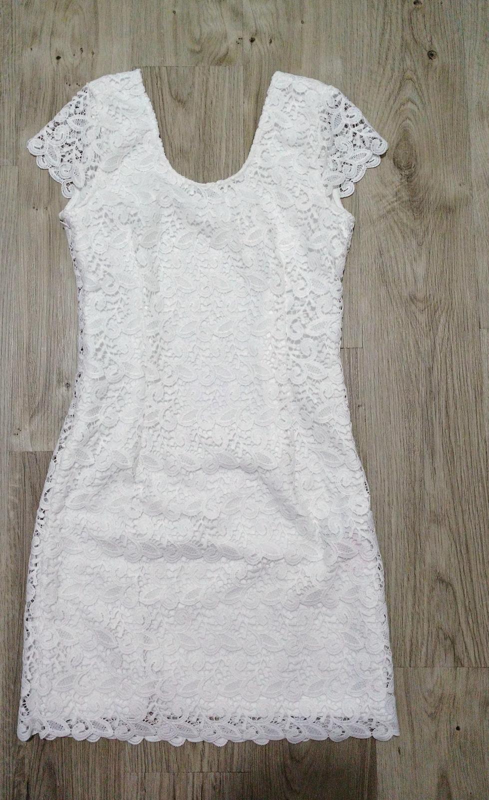 6fecbbb78d4c Bílé krajkové krátké šaty