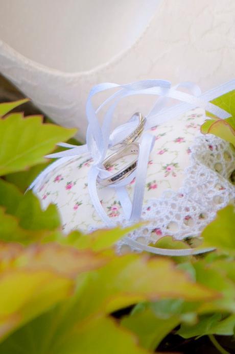 Polštářek na prstýnky jemně květinový s krajkou ,
