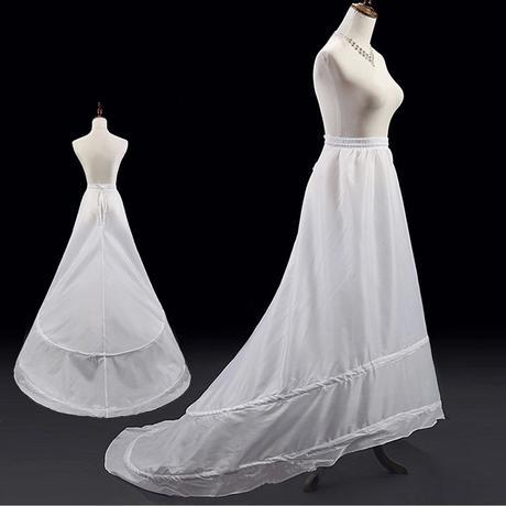 Tříkruhová spodnička pro šaty s dlouhou vlečkou,
