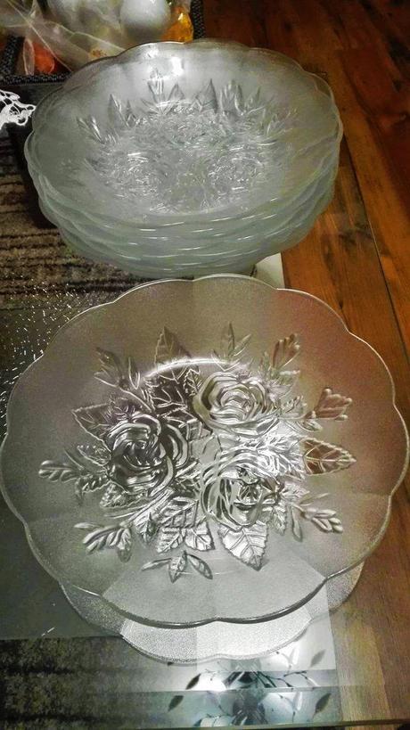 Sklenený dezertný tanier,