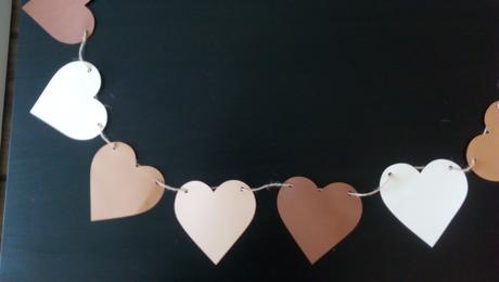 Srdíčková papírová girlanda,