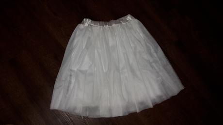 Sněhově bílá tylová sukně, 36