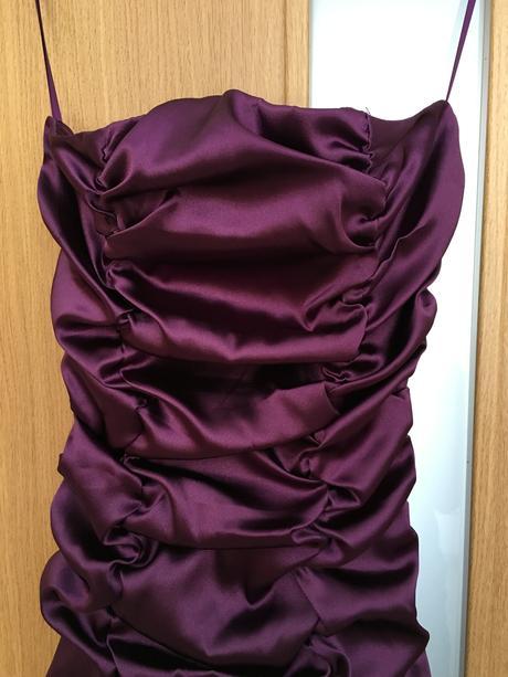 Fialové spoločenské šaty, 40
