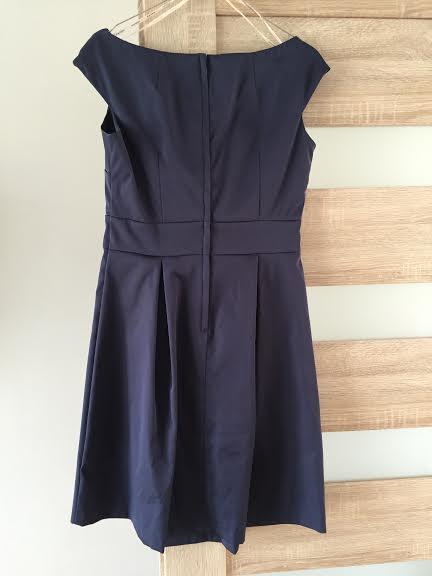 Krátke šaty s lodičkovým výstrihom, 40