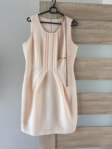 Krátke šaty s metalickým opaskom, 40