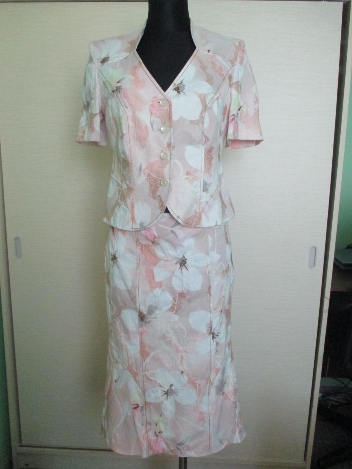 sukňovy kostým 581a2fe142c