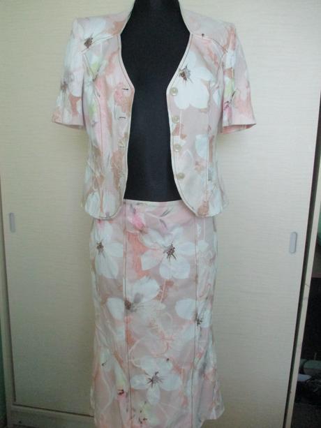 Sukňovy kostým, 40