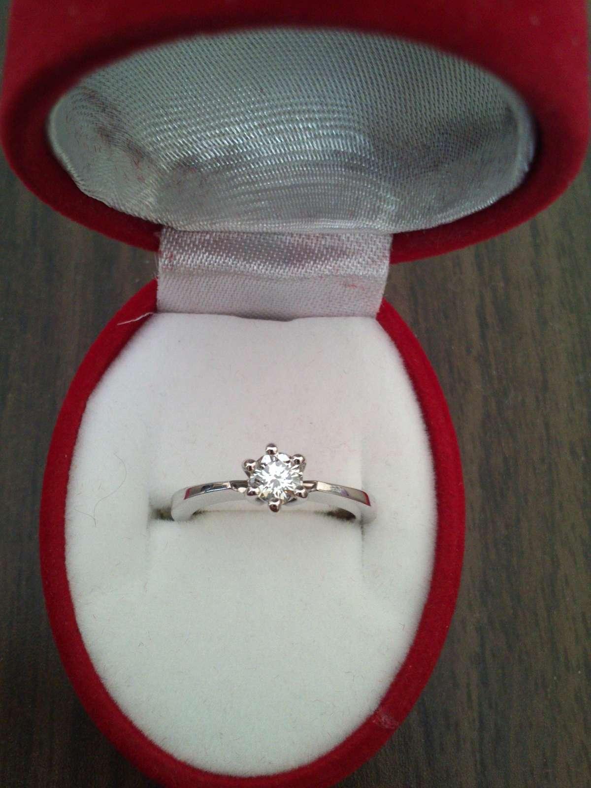 Zasnubni Prsten S Kvalitnim Diamantem Bile Zlato 17 480 Kc