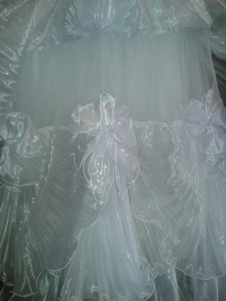 siroke,vyrazne,korunka,zavoj,rukavice,spodnica , 44