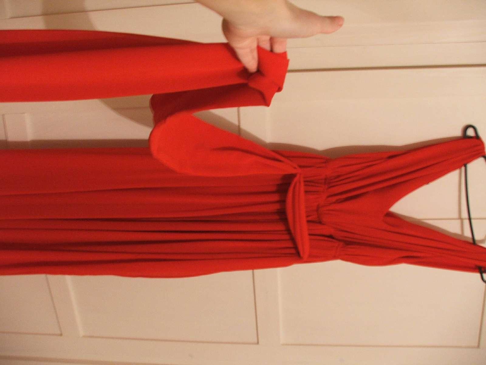 b54fa322961b Dlhé červené spoločenské šaty zn. mango