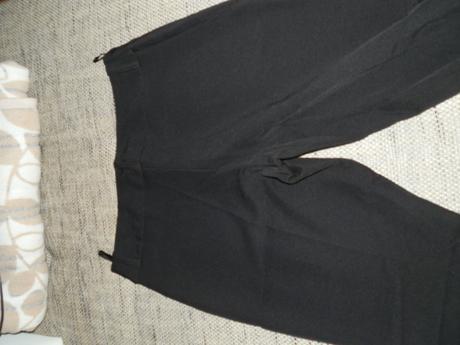 Nenosené čierne tesiláky, 44
