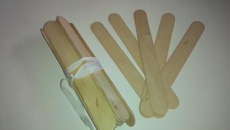 Širší dřevěné špachtle na výrobu dekorací,