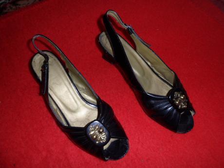 Sandalky so zlatou ozdobou, 39