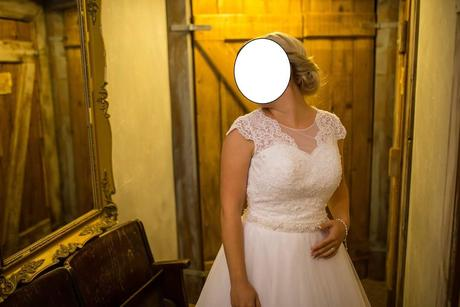 Snehovobiele svadobné šaty, 38