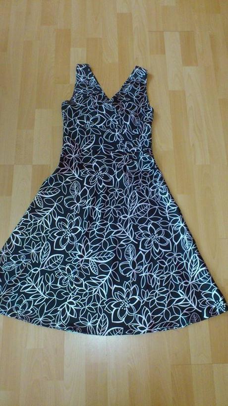 čierne kvetované šaty, 36