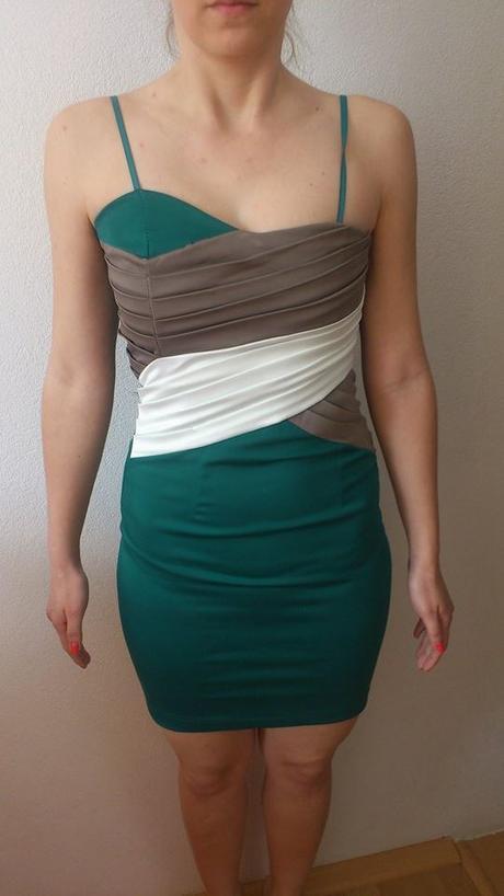 zelené šaty, M