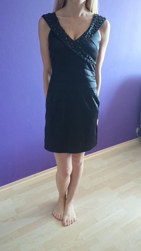 Spoločenské čierne šaty, 38