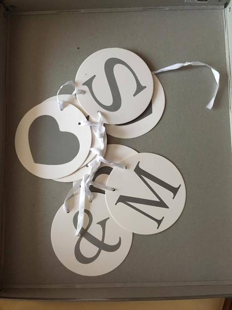 dekorácie na svadbu MR & MRS,