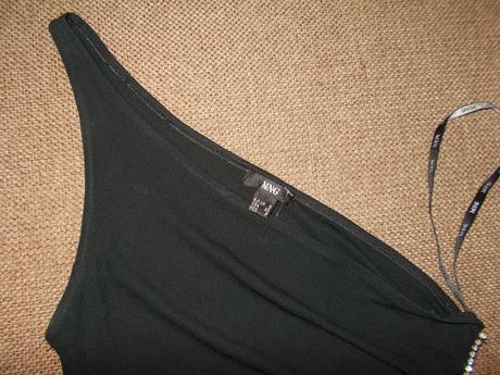 Čierne šaty na jedno rameno, S