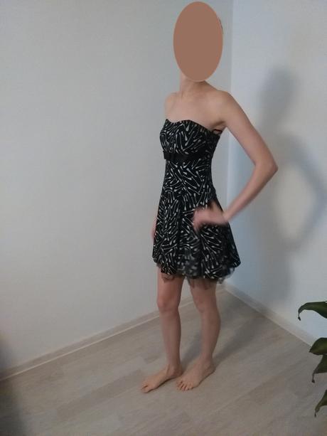 Čierno-biele šaty, S