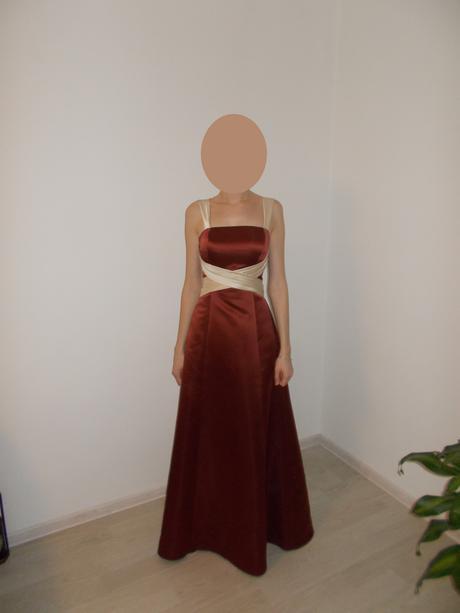 Spoločenské šaty so zlatou stuhou, 38