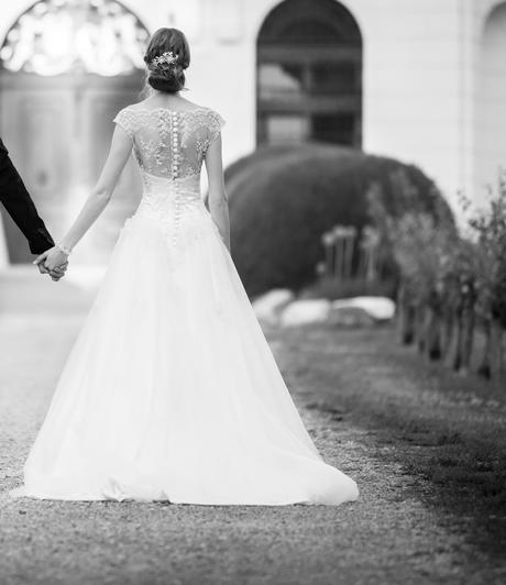 Svadobné šaty s čipkou - aj pre vysokú nevestu, 36