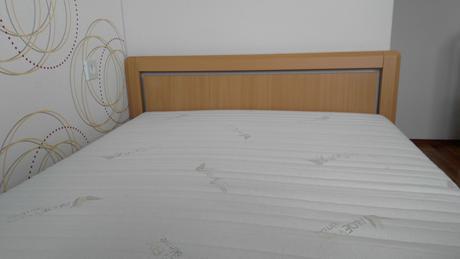 posteľ s úložným priestorom,