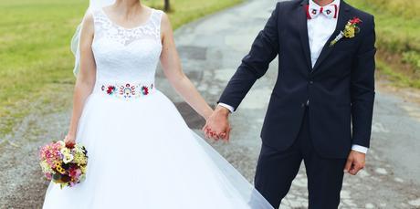Svadobné šaty vhodné aj pre folklórny štýl, 37