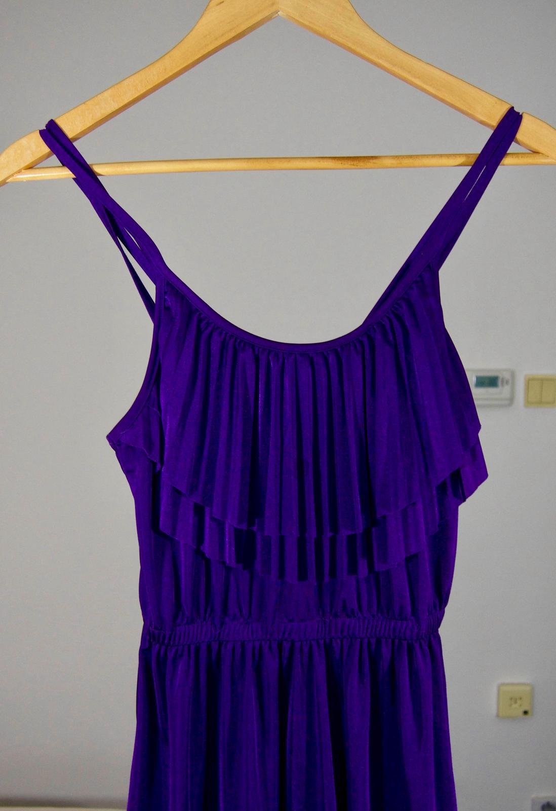 8b5d14ee5e21 Fialové popolnočky - popolnočné šaty zara - veľ. s