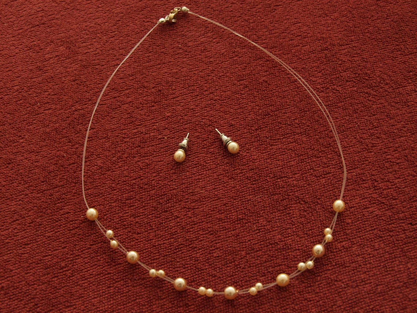 Perlový náhrdelník s náušnicemi 610280e9ec6