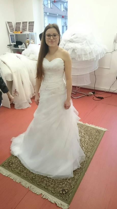 Svatební šaty na vysokou nevěstu 170 cm, 38