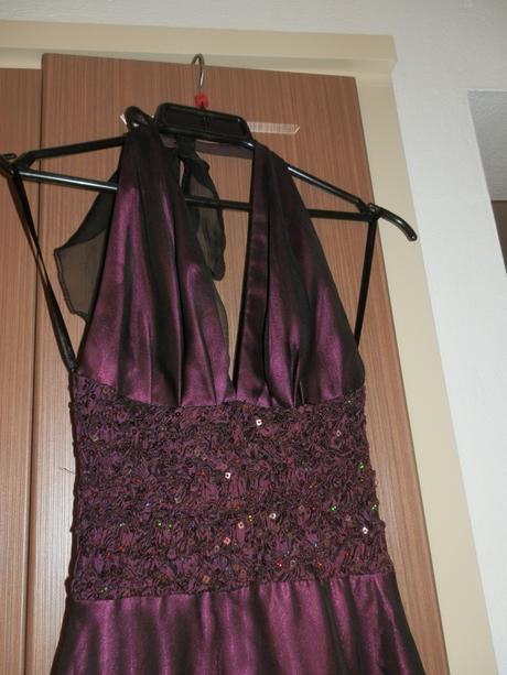 cyklamenové šaty, 34