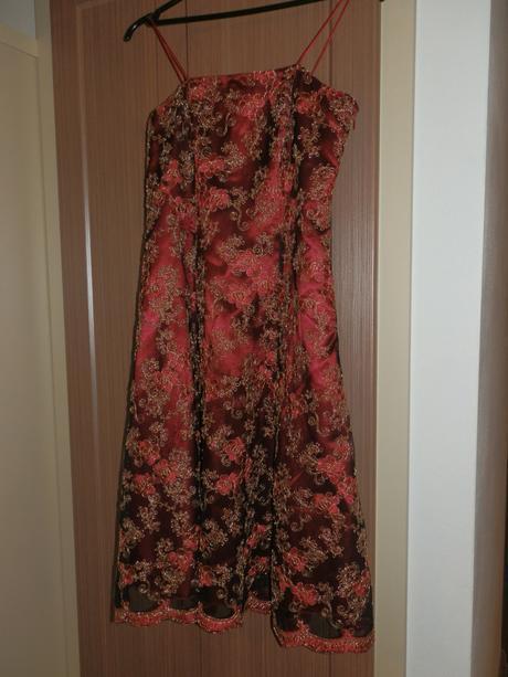 zlatočervené šaty, 36