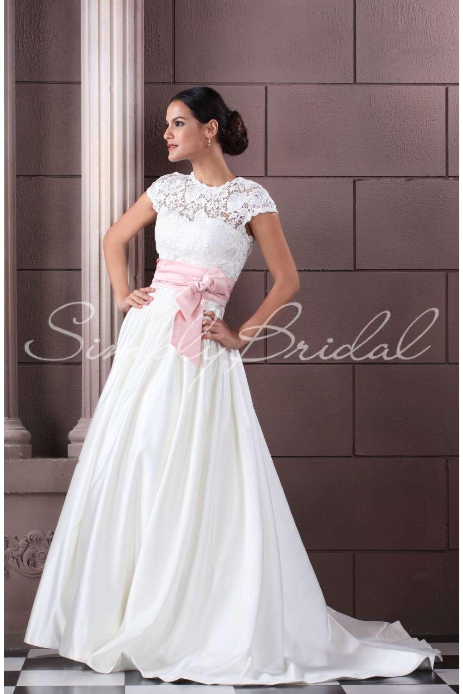 Krajkové a saténové svatební šaty v barvě ivory 5af5962e3d
