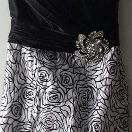 nepoužité nádherné šaty, 36