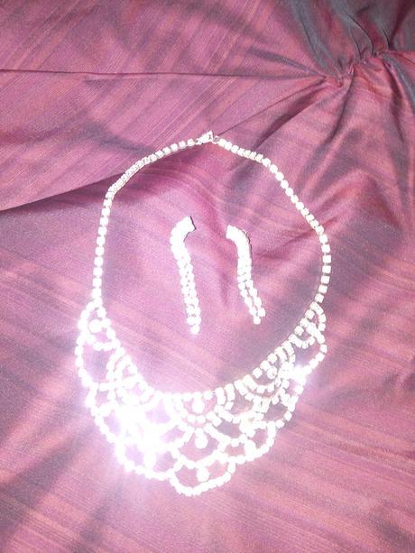 svadobný náhrdelník a náušnice,