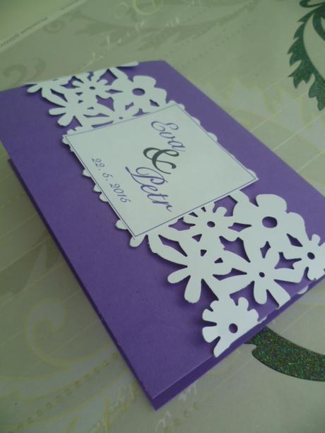 fialové svatební oznámení,