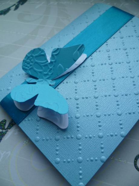 tyrkysové svatební oznámení se vzorem s motýlem,