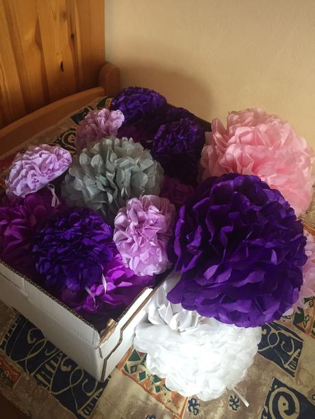 Farebne dekoračné pompony,