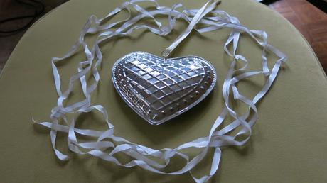 Stříbrné srdce (nejen) na svatební tabuli,