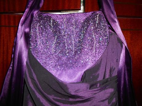 Fialové šaty s gorálkami, 42