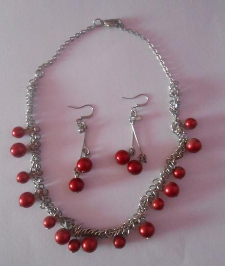 náhrdelník +vysiace naušnice s bordovými guličkami,
