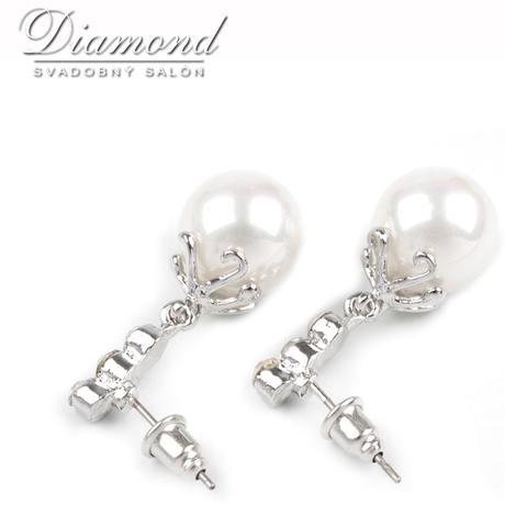 Elegantné perlové náušničky,