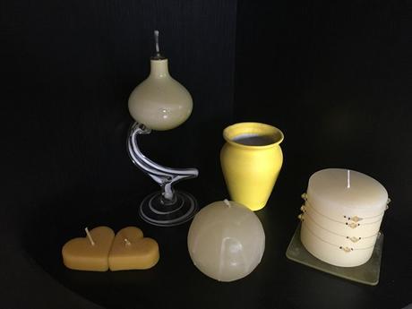11 kusov žltých dekorácií,