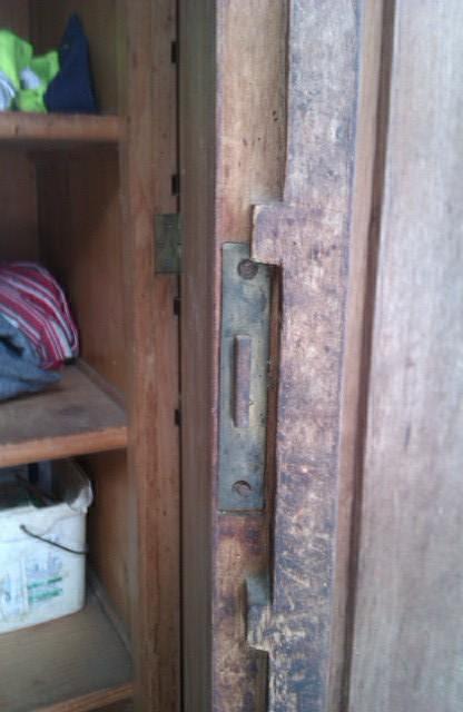 starožitné skrine,