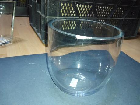 Baňatá skleněná váza/dóza,