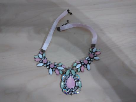 Růžovo zelený náhrdelník,