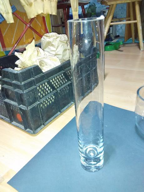 Vysoká skleněná váza,
