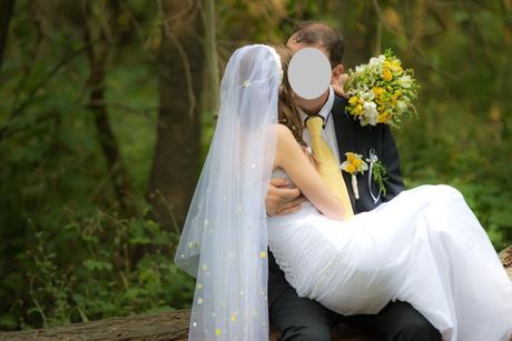 Svatební šaty se splývavou sukní, 34